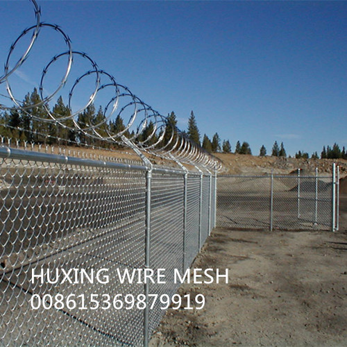 Galvanized Diamond Mesh Chain Link Fence with 3 Strand Barbed Wire
