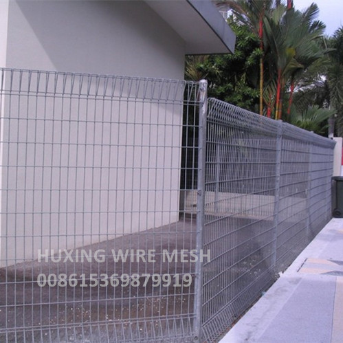 Roll Top Mesh Fence Application