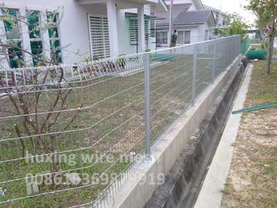 Hot Dipped Galvanized Roll Top Mesh Fence